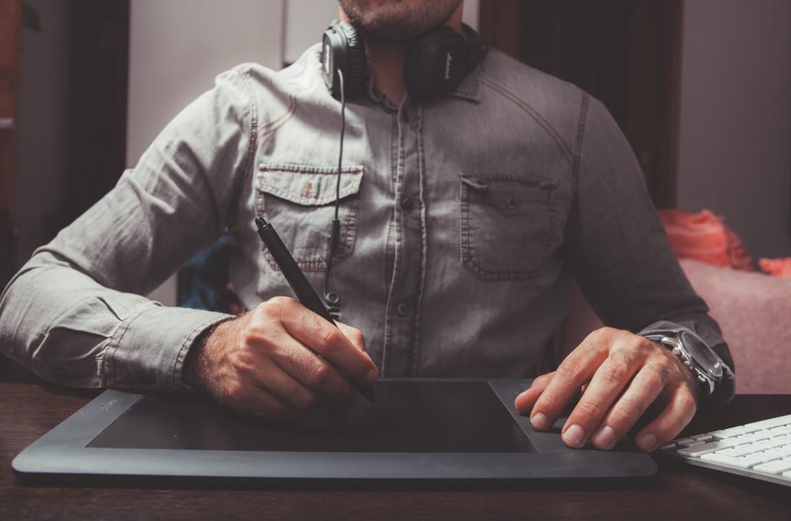 Arbeitsvertrag: Erst lesen, dann unterschreiben!